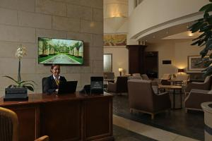 The lobby or reception area at Real InterContinental at Multiplaza Mall