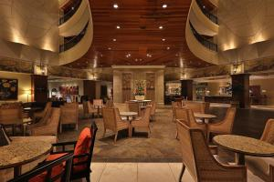 The lounge or bar area at Real InterContinental at Multiplaza Mall