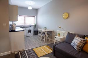 A kitchen or kitchenette at Bedford Mews