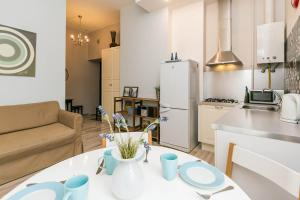 A kitchen or kitchenette at Apartments near the Kazansky Cathedral