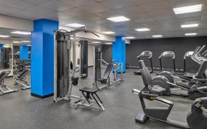 The fitness centre and/or fitness facilities at Courtyard Denver Downtown