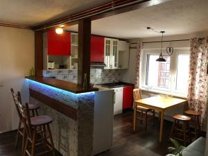 A kitchen or kitchenette at Ferienhaus Elisabeth