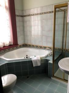 A bathroom at Vue Grand Hotel