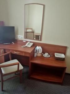 A television and/or entertainment centre at Hotel Borowianka