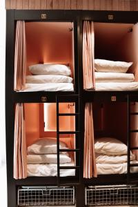 A bunk bed or bunk beds in a room at Durty Nelly's Inn