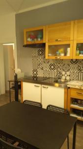A kitchen or kitchenette at Casa Dori