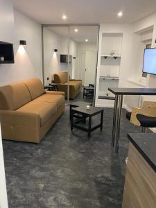 A seating area at studio en hyper centre de dole