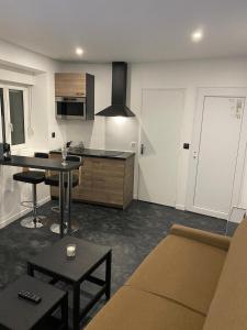 A kitchen or kitchenette at studio en hyper centre de dole