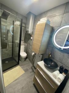 A bathroom at studio en hyper centre de dole