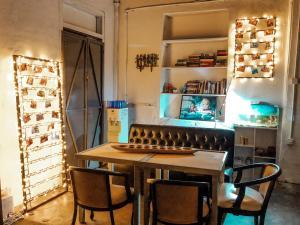 A kitchen or kitchenette at Drippin' Dragon Hostel