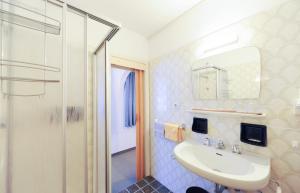 A bathroom at Pension Panorama