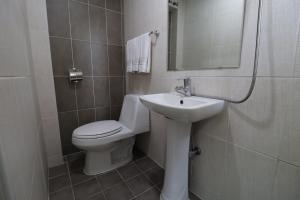 A bathroom at Just4u Guesthouse