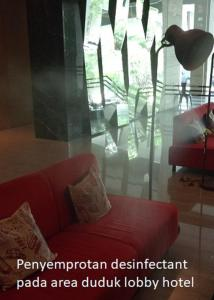 A seating area at Cabin Hotel