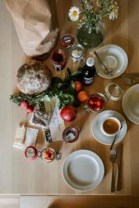 Frühstücksoptionen für Gäste der Unterkunft Schtûbat (Contactless Check-In)