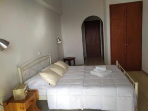Ένα ή περισσότερα κρεβάτια σε δωμάτιο στο Roza's Home and Studios