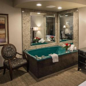 A bathroom at Garden Place Hotel