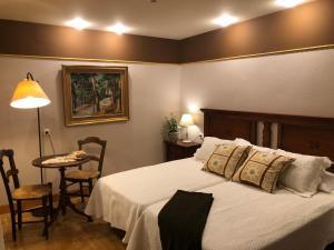 Cama o camas de una habitación en Hostal Arostegui