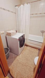 A bathroom at OLIV apartments on Vilnius avenue