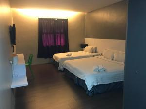 A bed or beds in a room at Chariton Hotel Ipoh