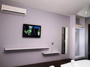 A television and/or entertainment center at Chariton Hotel Ipoh