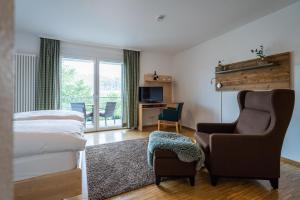 Ein Sitzbereich in der Unterkunft NATURE TITISEE - Easy.Life.Hotel.