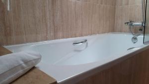 A bathroom at Hotel Alda Centro Oviedo