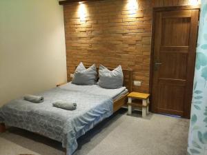 Łóżko lub łóżka w pokoju w obiekcie Beskidówka