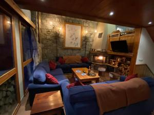 A seating area at Chalet Patineur