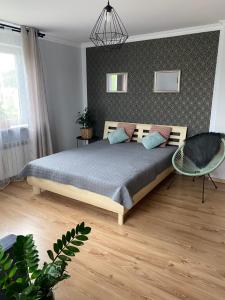 A bed or beds in a room at Apartamenty Zdrojowe