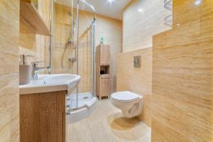 A bathroom at Apartamenty ALICJA