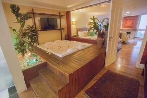 A bathroom at Varanda das Bromélias Med Spa