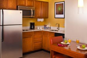 A kitchen or kitchenette at Residence Inn Baton Rouge Siegen