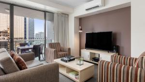 A seating area at Oaks Brisbane on Felix Suites