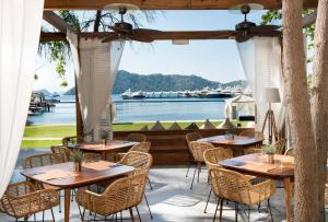 A restaurant or other place to eat at Club Prive by Rixos Gocek