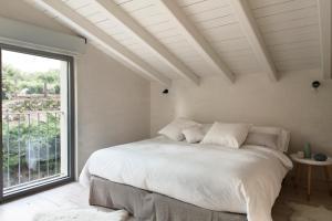 Cama o camas de una habitación en El Vergel de Chilla tiene 3 alojamientos Abejas 1 Abejas 2 y Libélula