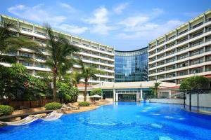 المسبح في Hilton Guangzhou Science City أو بالجوار