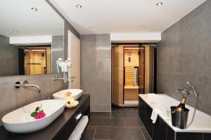 Koupelna v ubytování Romantik Hotel Böld