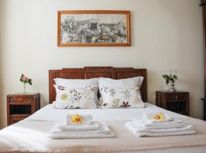 A bed or beds in a room at Casa Mindela Farmhouse