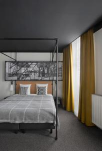 A bed or beds in a room at Zoom Hotel