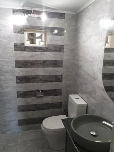 A bathroom at Fotini Studios