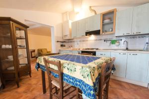Cucina o angolo cottura di Casa Vacanze Villa Giusterna