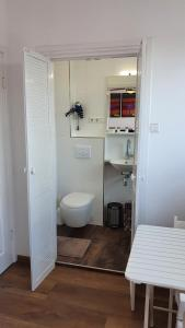 A bathroom at Guesthouse Zandvoort