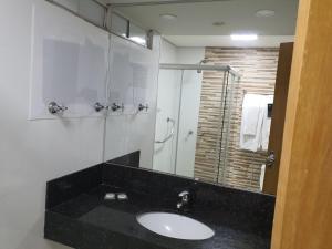 A bathroom at Brasilia Apart Hotéis