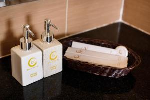 A bathroom at Baly Hotel
