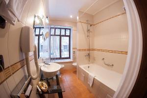 Ванная комната в Парк-отель Грааль Кемерово