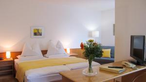 Ein Bett oder Betten in einem Zimmer der Unterkunft Am Spiegeln dialog.hotel.wien