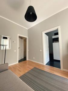 Кровать или кровати в номере Apartment on Maiskiy proezd 9