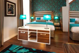 A bed or beds in a room at Hotel Indigo Edinburgh