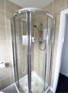 A bathroom at Alderberry Lodge