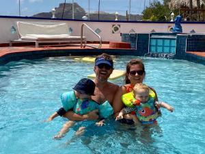 Família ficando em Limestone holiday resort Curacao
